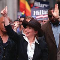 Hillarygayprideparadenewyork2000